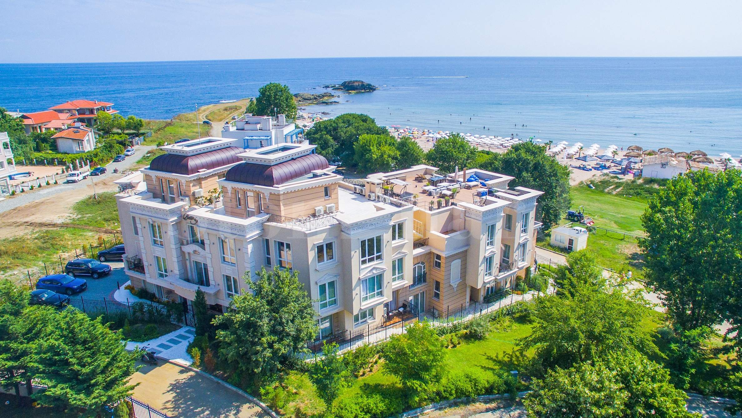 Premium beach-front apartments at Belle Époque Residence2 - Stonehard