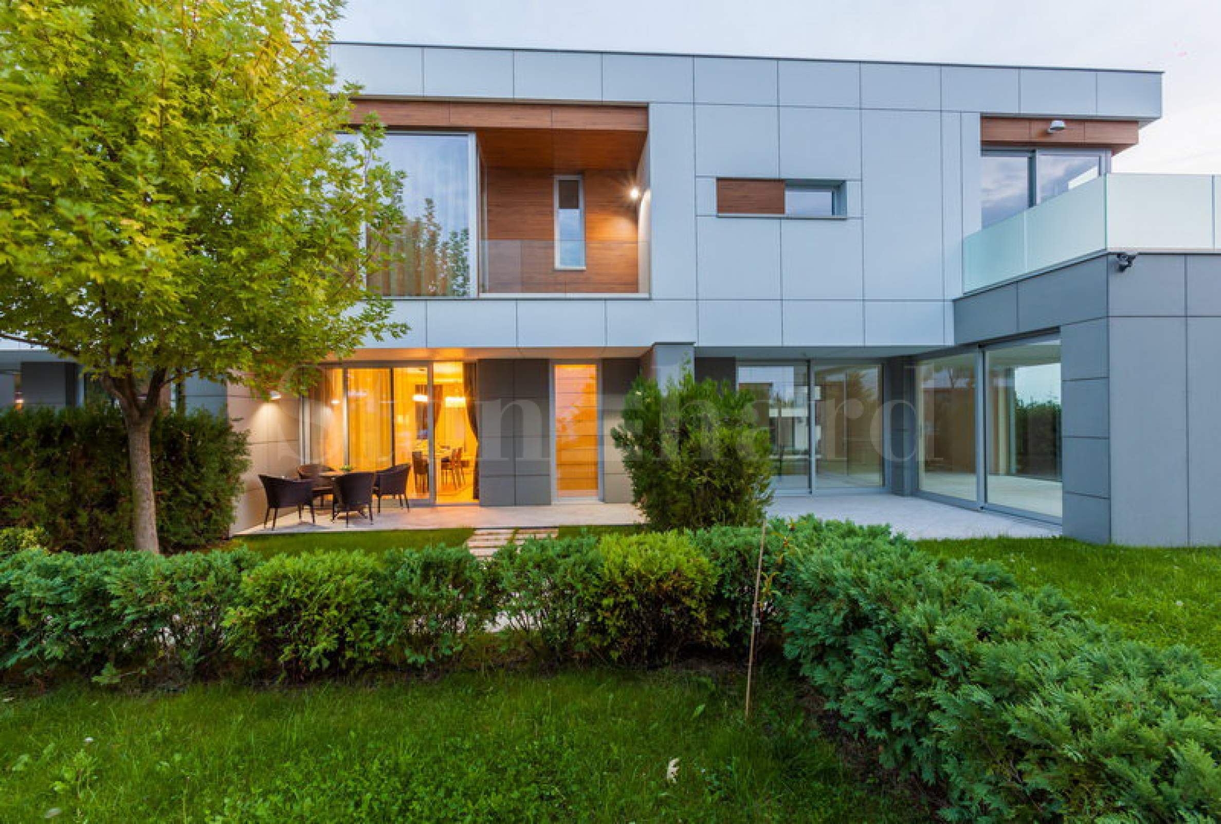 Houses in a waterfront complex in a prestigious neighbourhood1 - Stonehard