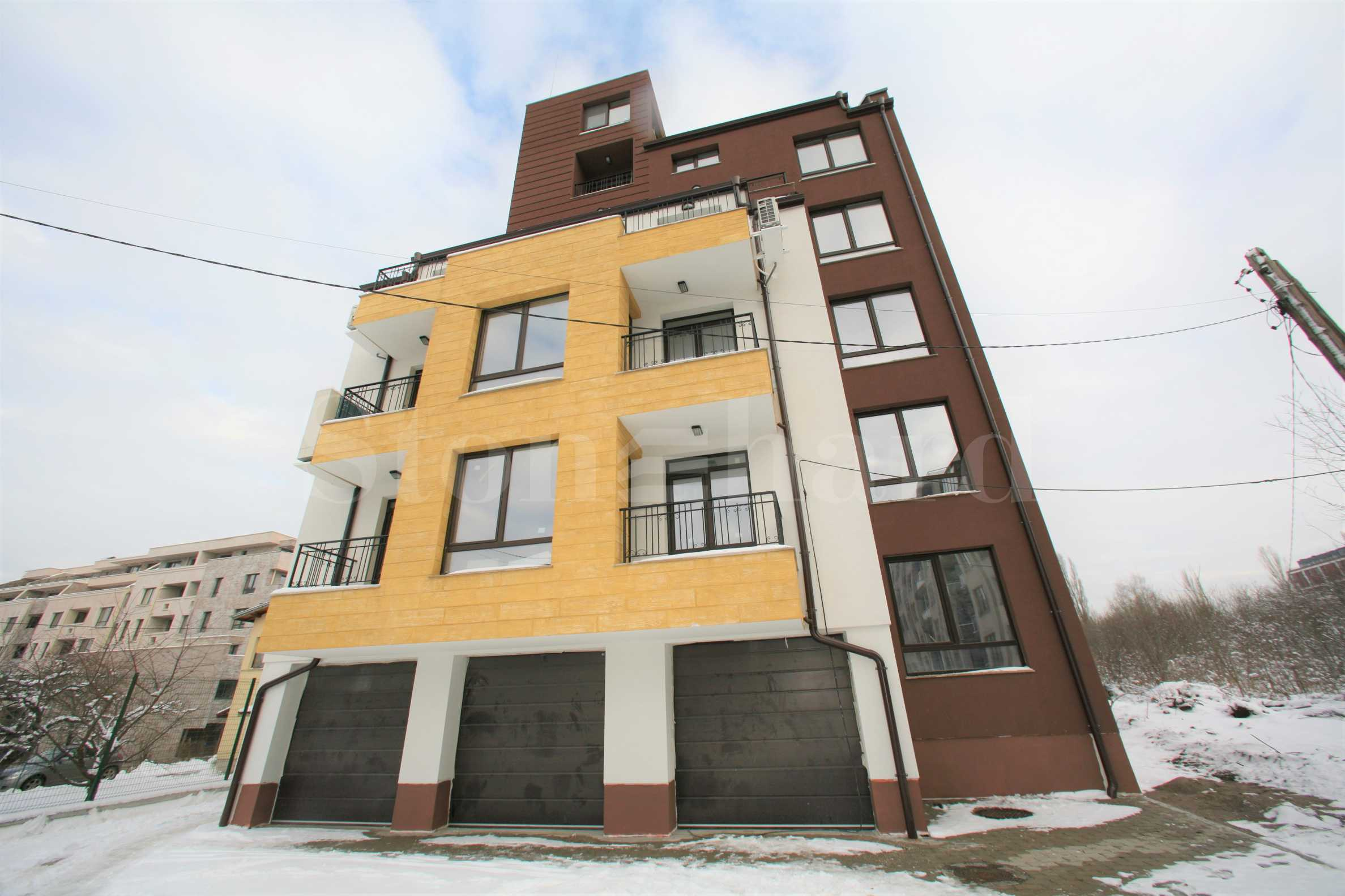 Elegant building near a park, mall and metro station in Krastova vada District1 - Stonehard