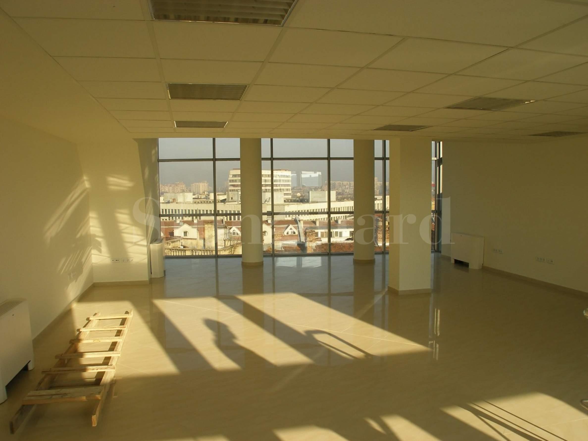 Офиси в хубава административна сграда в идеалния център на София1 - Stonehard