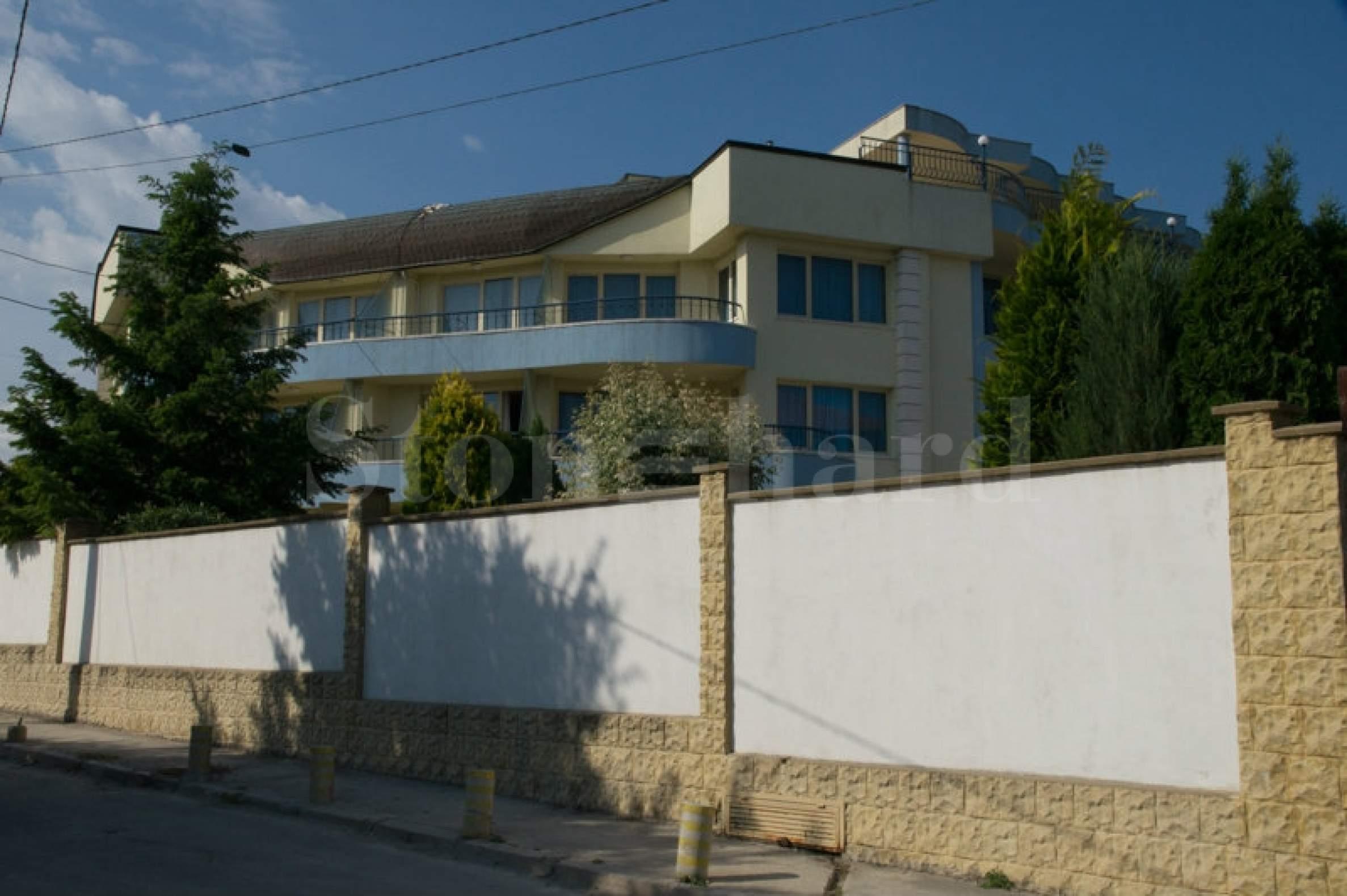 Пететажен хотел в местност Траката2 - Stonehard