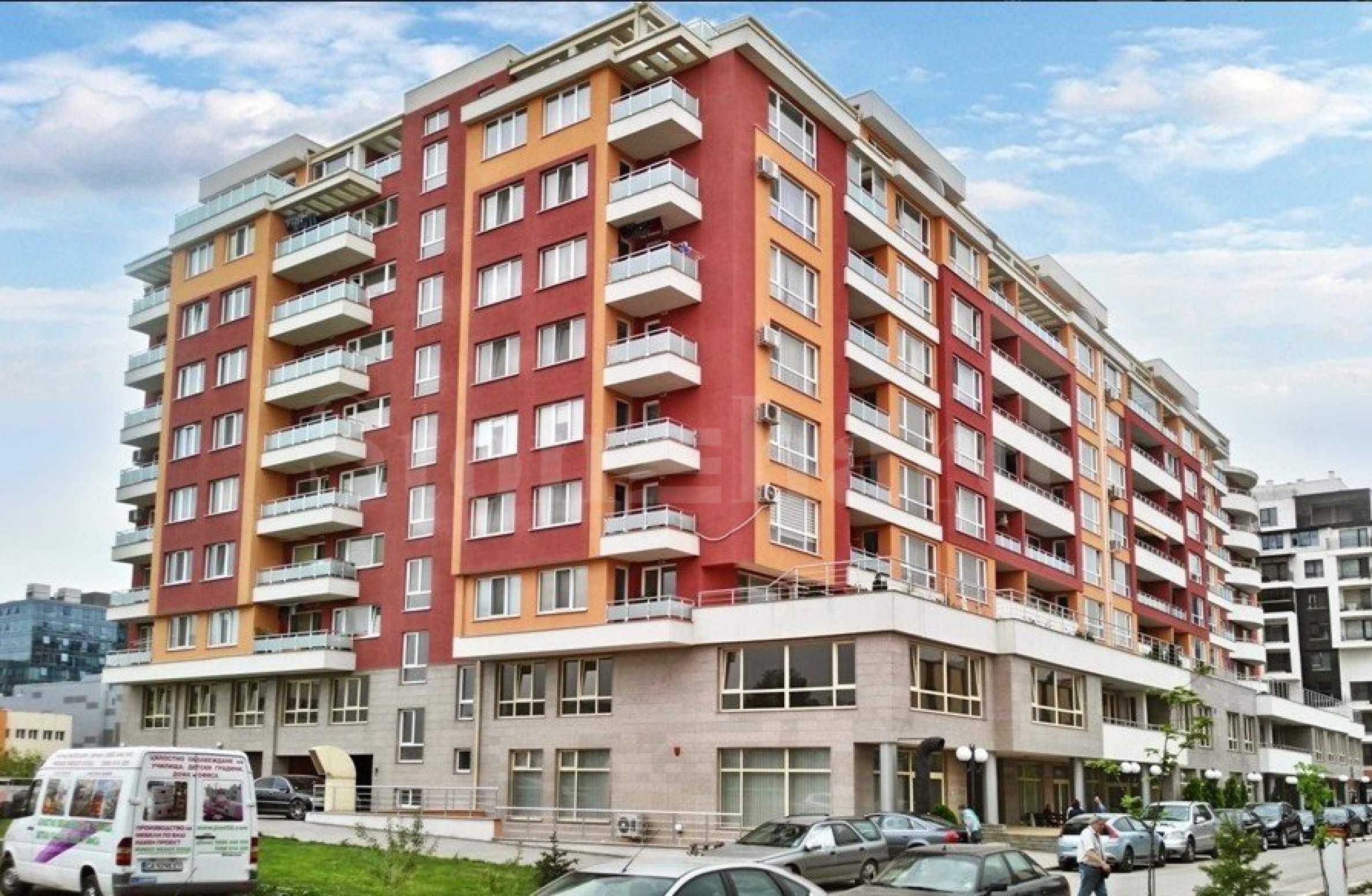 Сграда с апартаменти и магазини зад The Mall2 - Stonehard