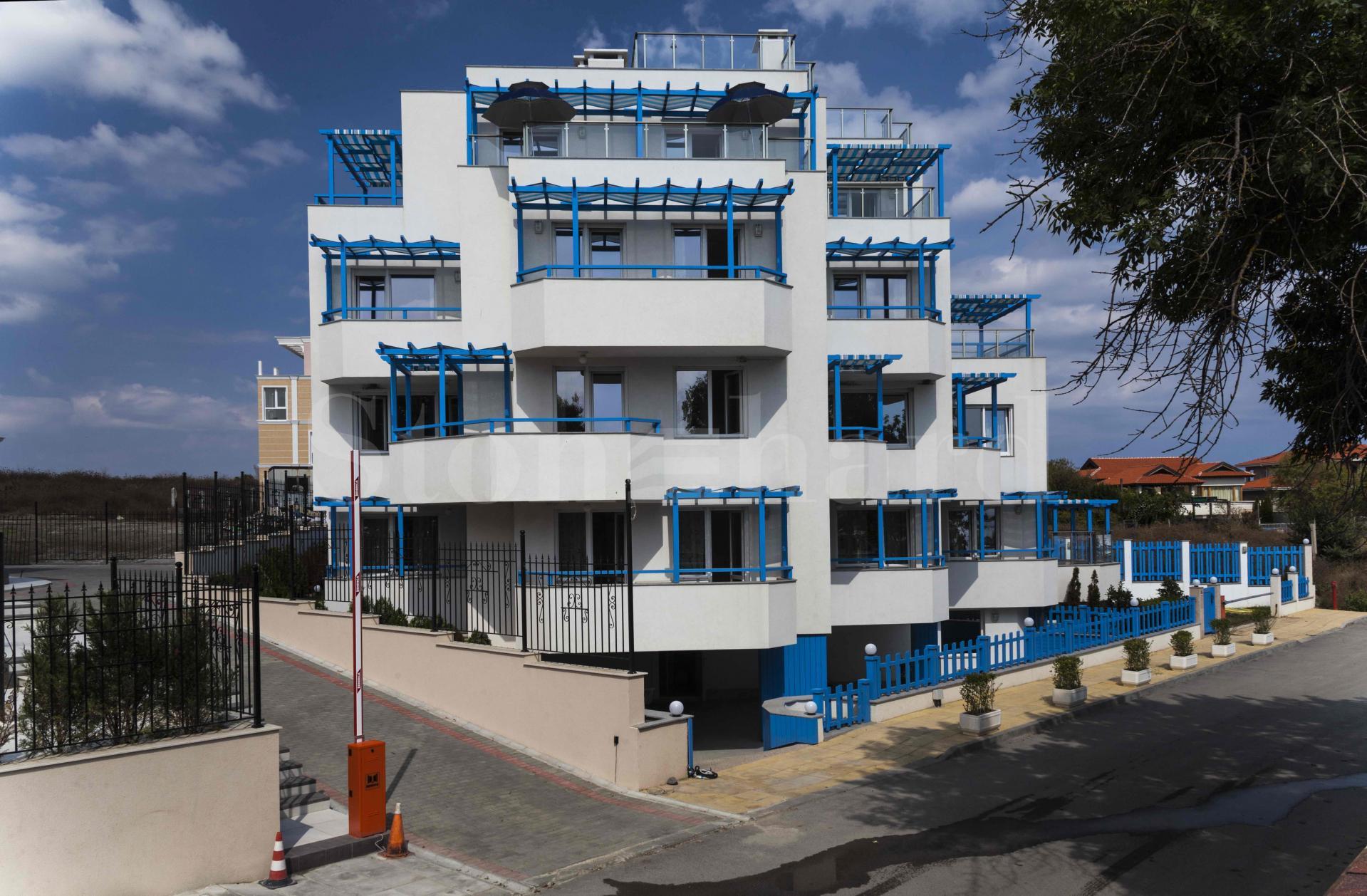 Двустайни апартаменти на първа линия с морски гледки2 - Stonehard