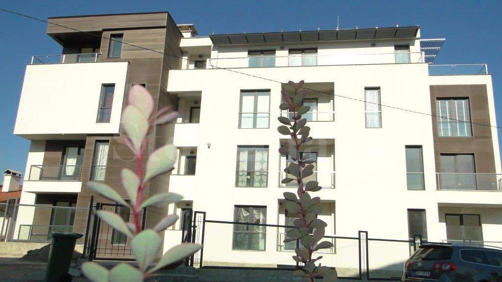 Многофамилна жилищна сграда с паркоместа  1 - Stonehard