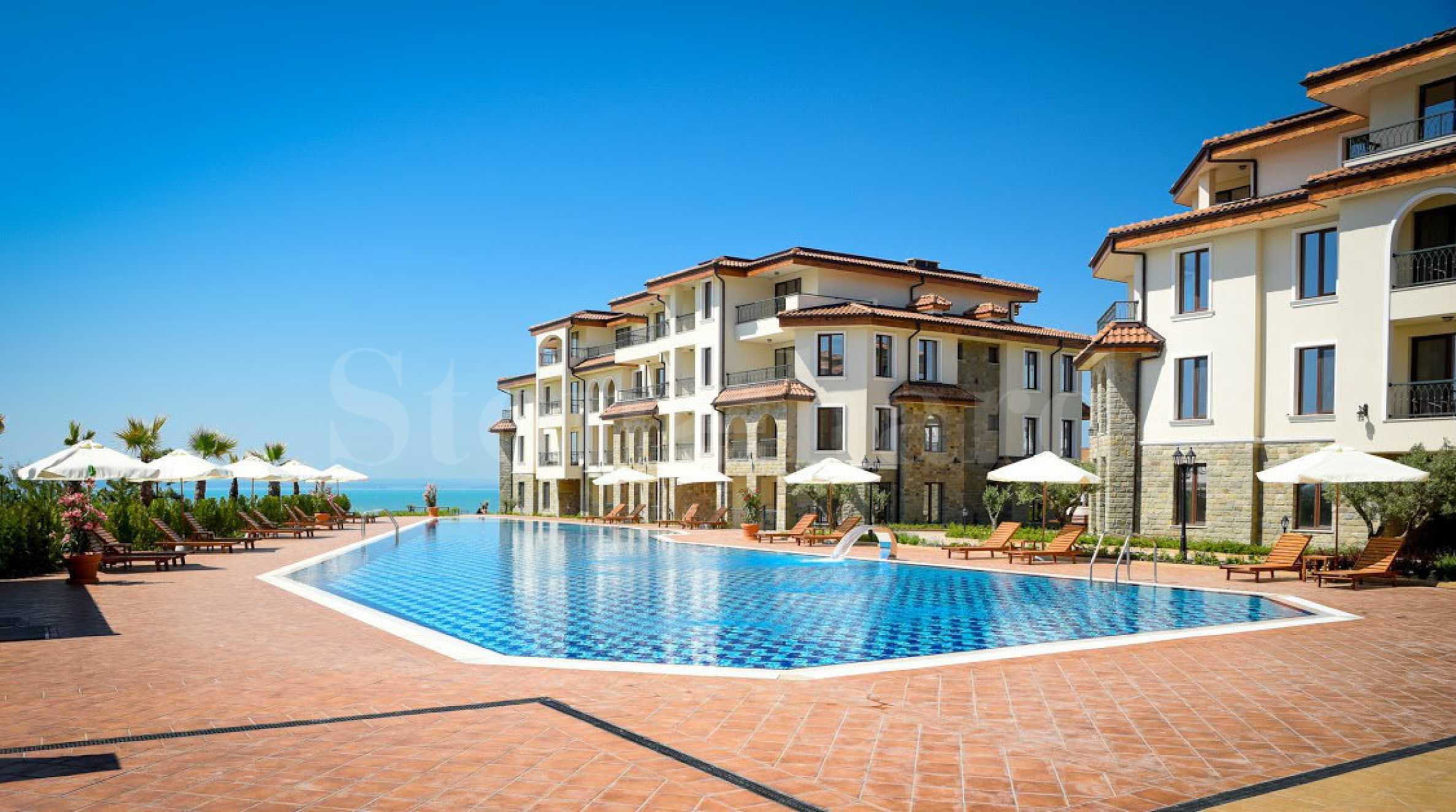 Апартаменти в комплекс в средиземноморски стил на първа линия1 - Stonehard