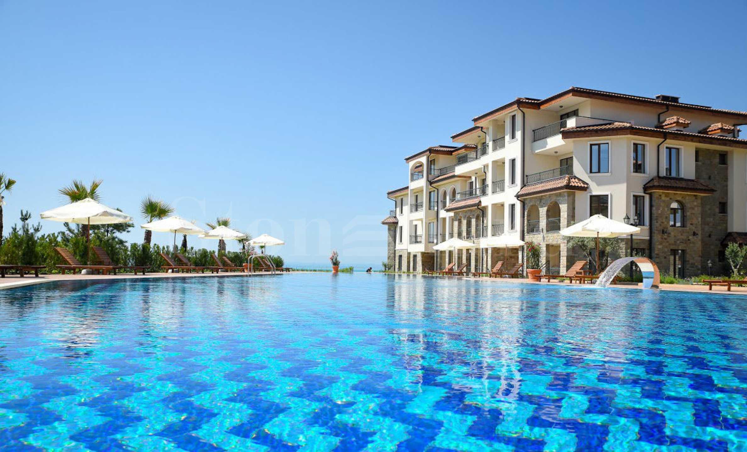 Апартаменти в комплекс в средиземноморски стил на първа линия2 - Stonehard