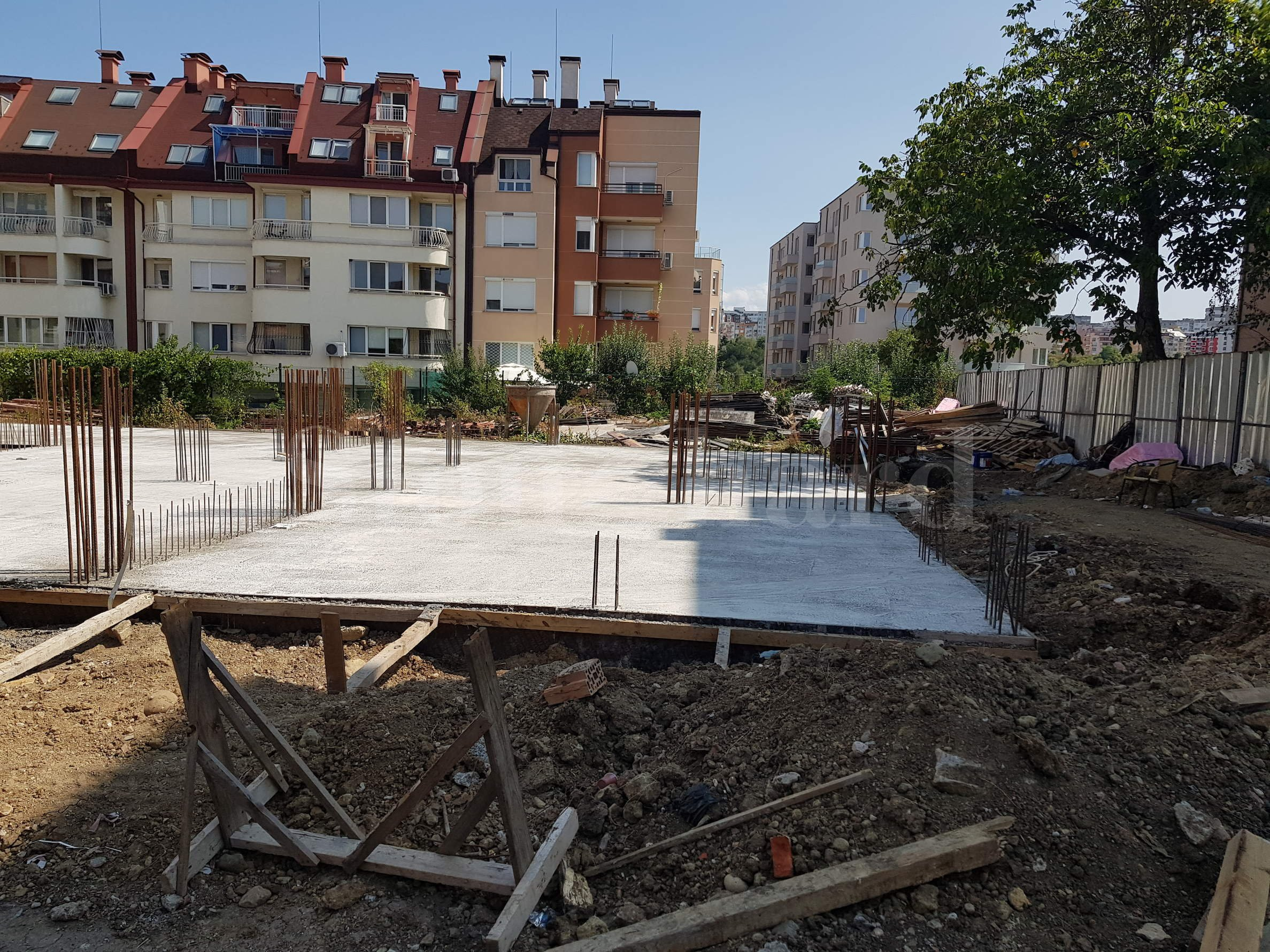 New residential building with apartments and garages in Darvenitsa District1 - Stonehard