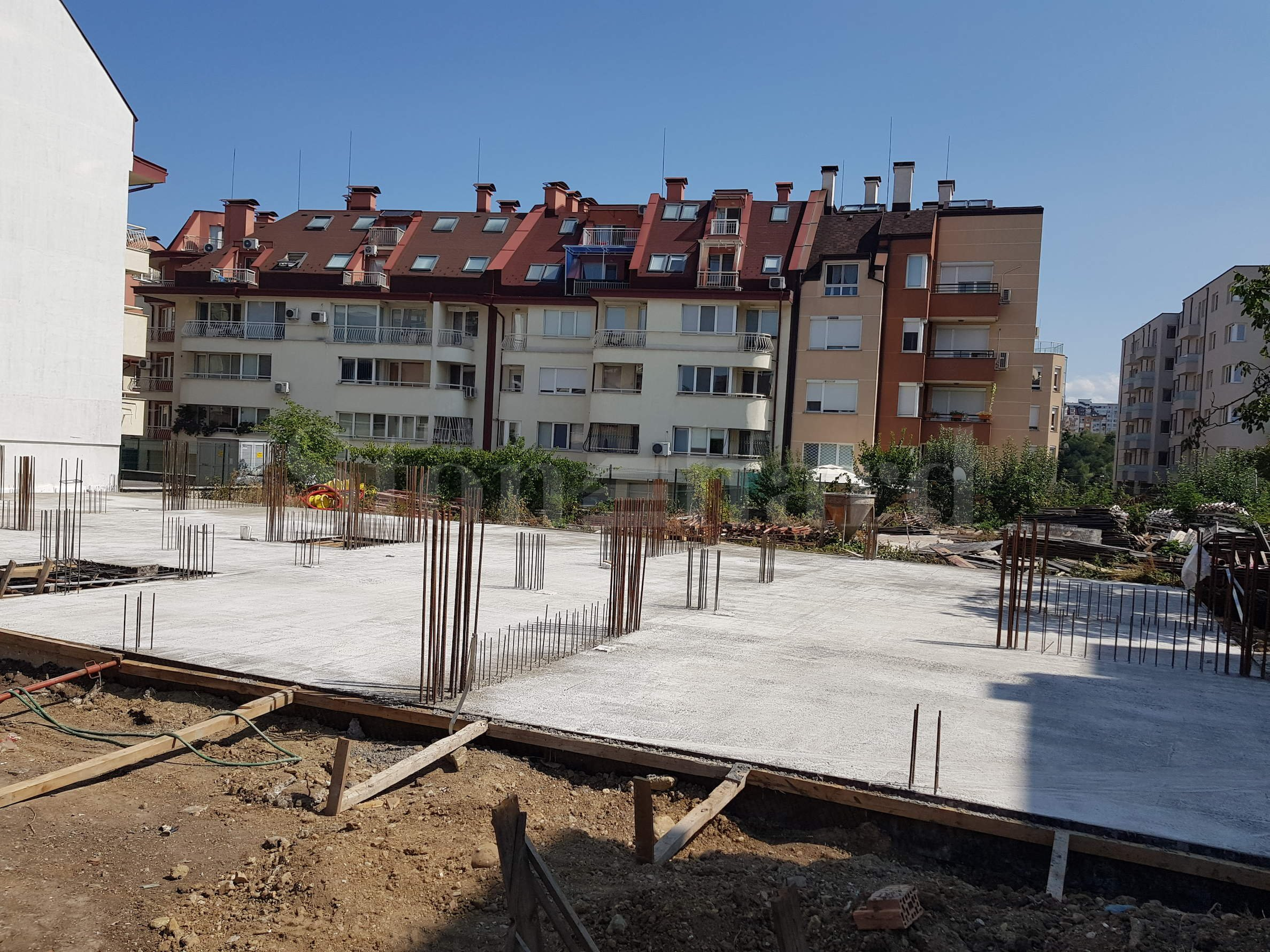 New residential building with apartments and garages in Darvenitsa District2 - Stonehard