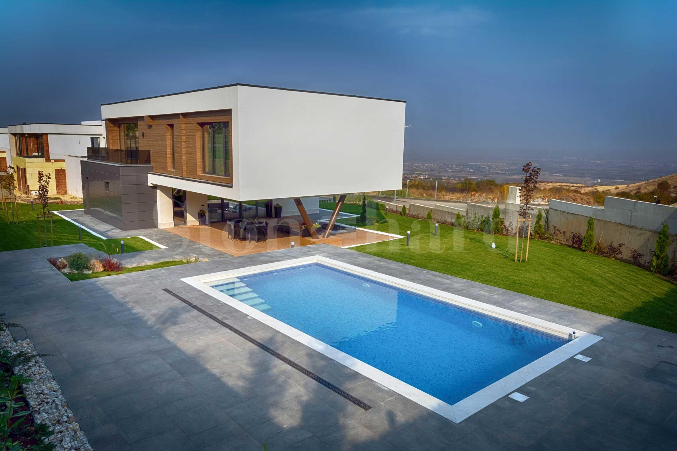 Комплекс от къщи с басейн и двор в полите на Родопите до Пловдив1 - Stonehard