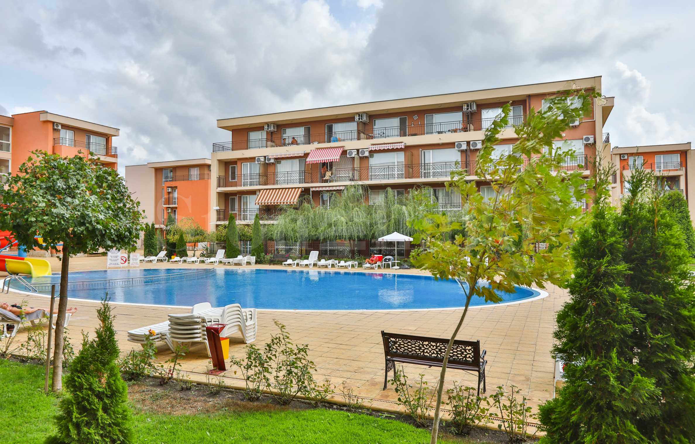 Turn-key 2-bedroom apartments in a popular complex with a Golf Club1 - Stonehard