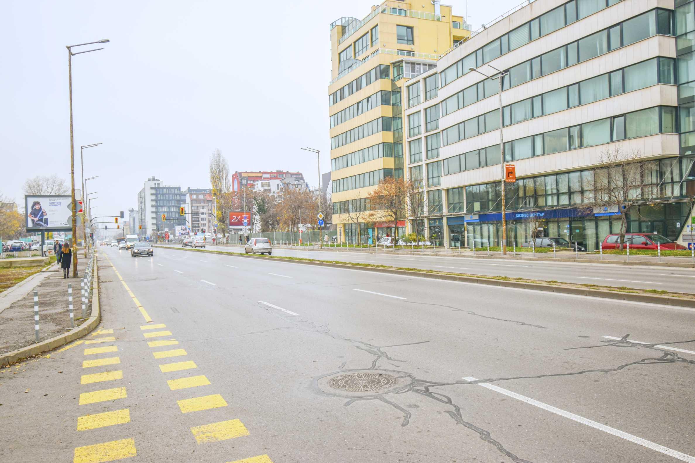 Новострояща се сграда на метри от метростанция