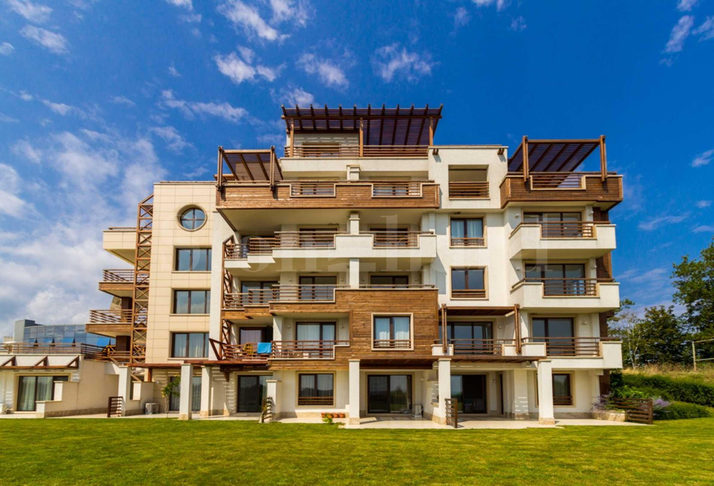 Бутикова сграда с луксозни апартаменти с гледки към морето на първа линия1 - Stonehard