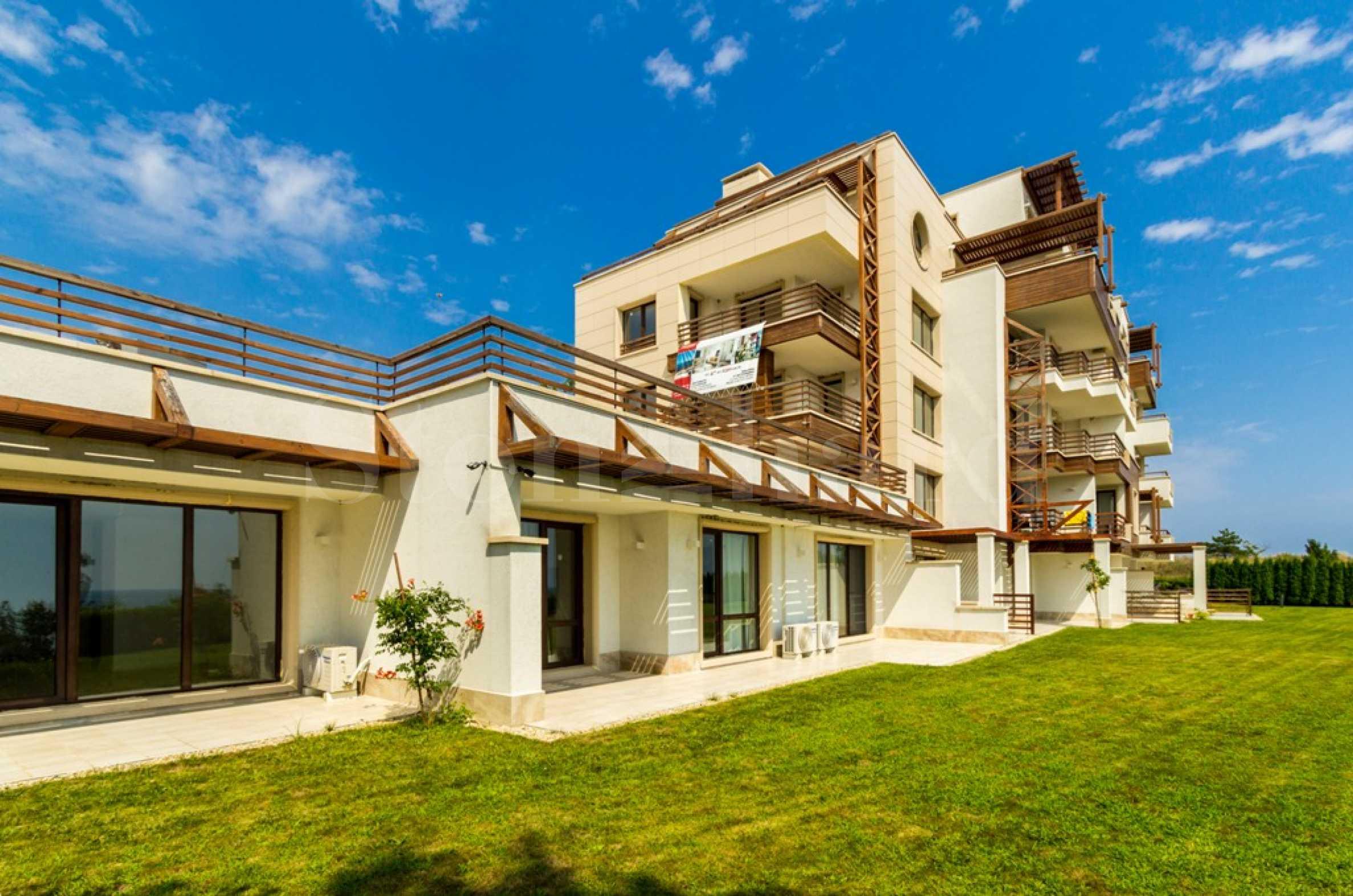 Бутикова сграда с луксозни апартаменти с гледки към морето на първа линия2 - Stonehard