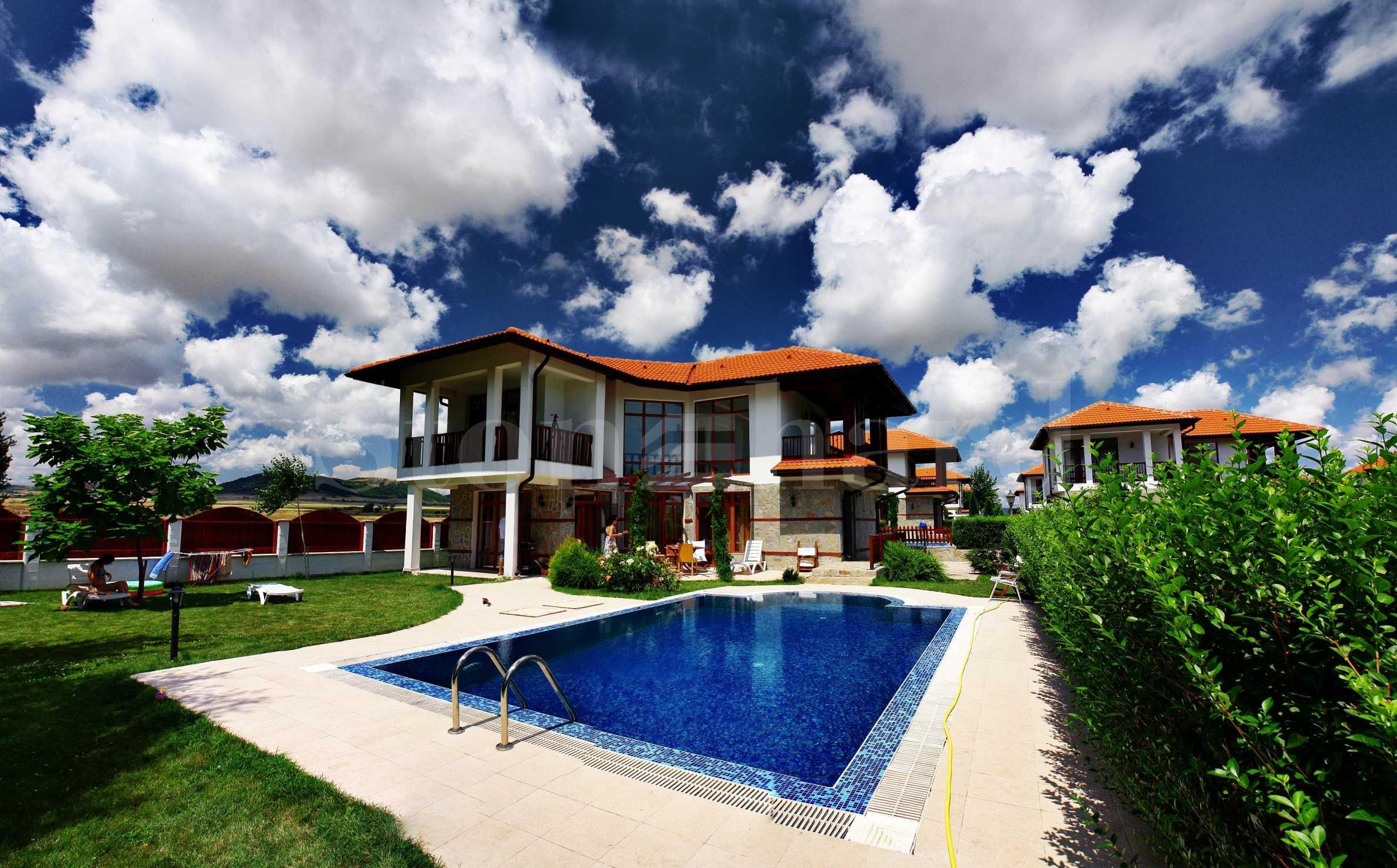 Къщи с басейни и градини в еко района до морските курорти2 - Stonehard