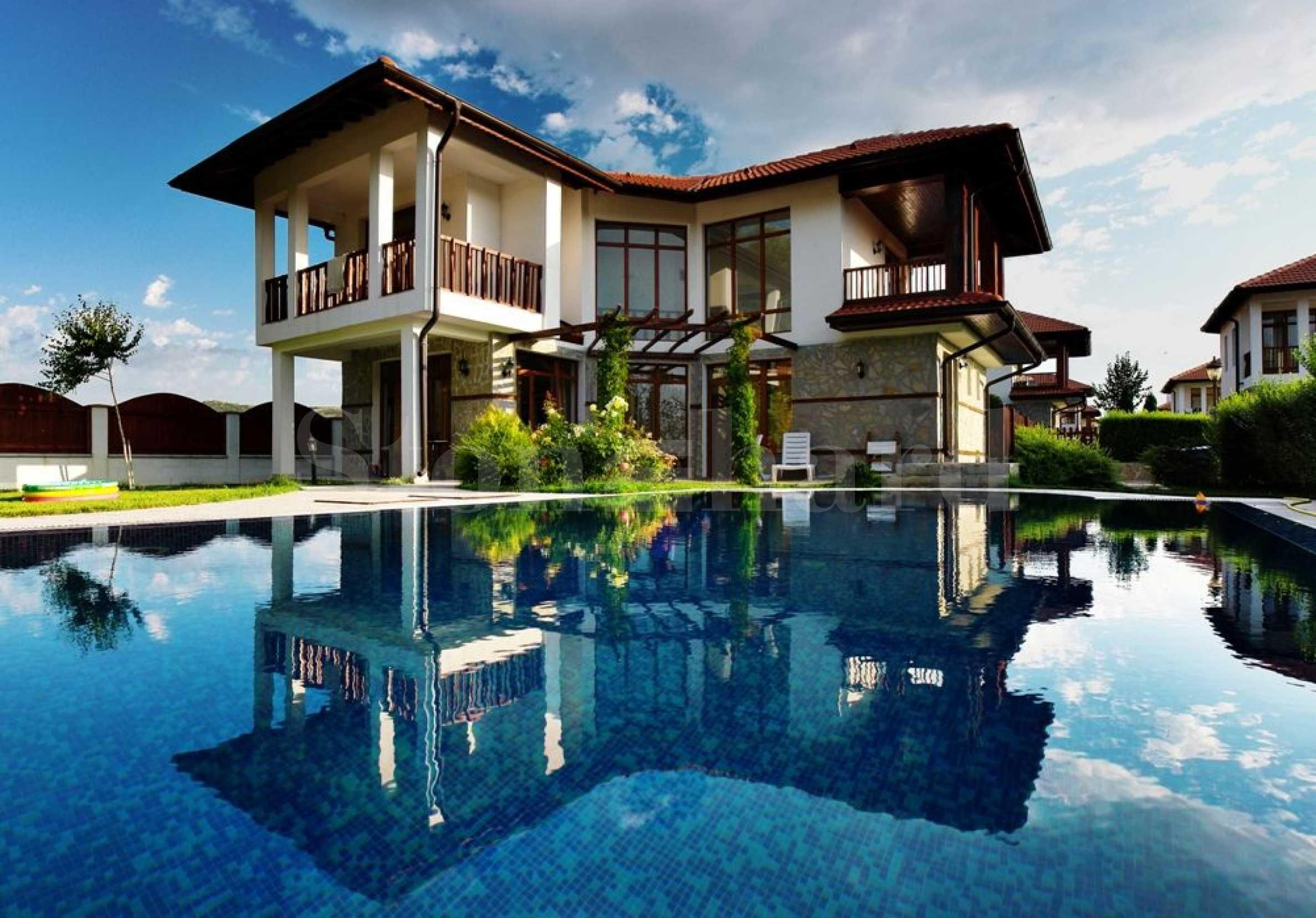 Къщи с басейни и градини в еко района до морските курорти1 - Stonehard