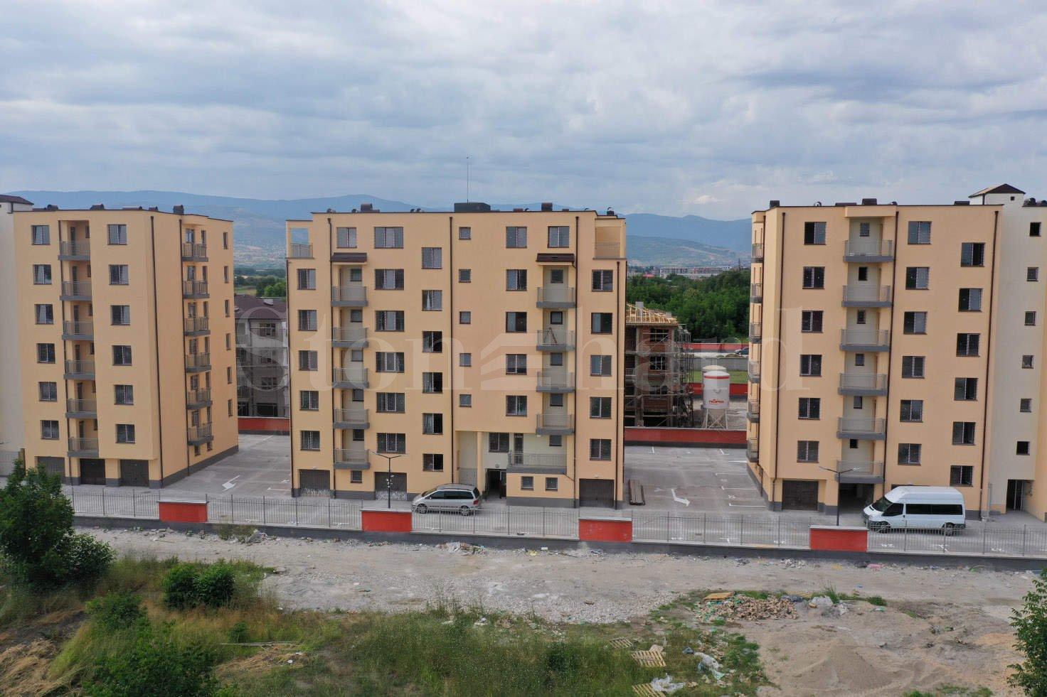 Apartments at attractive prices up to 650 € / m2 in a new building with Act 161 - Stonehard
