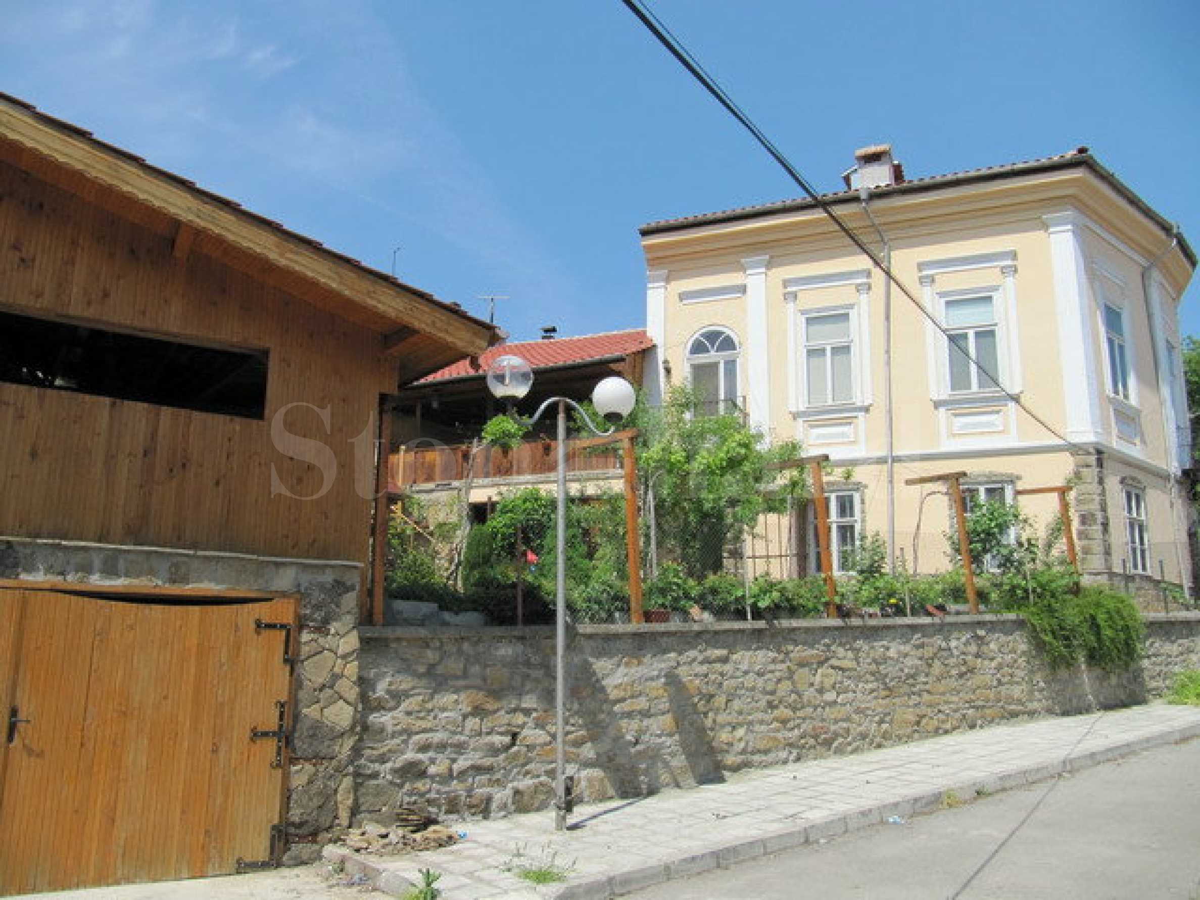House with shop and fast food premise in the centre of Dryanovo1 - Stonehard