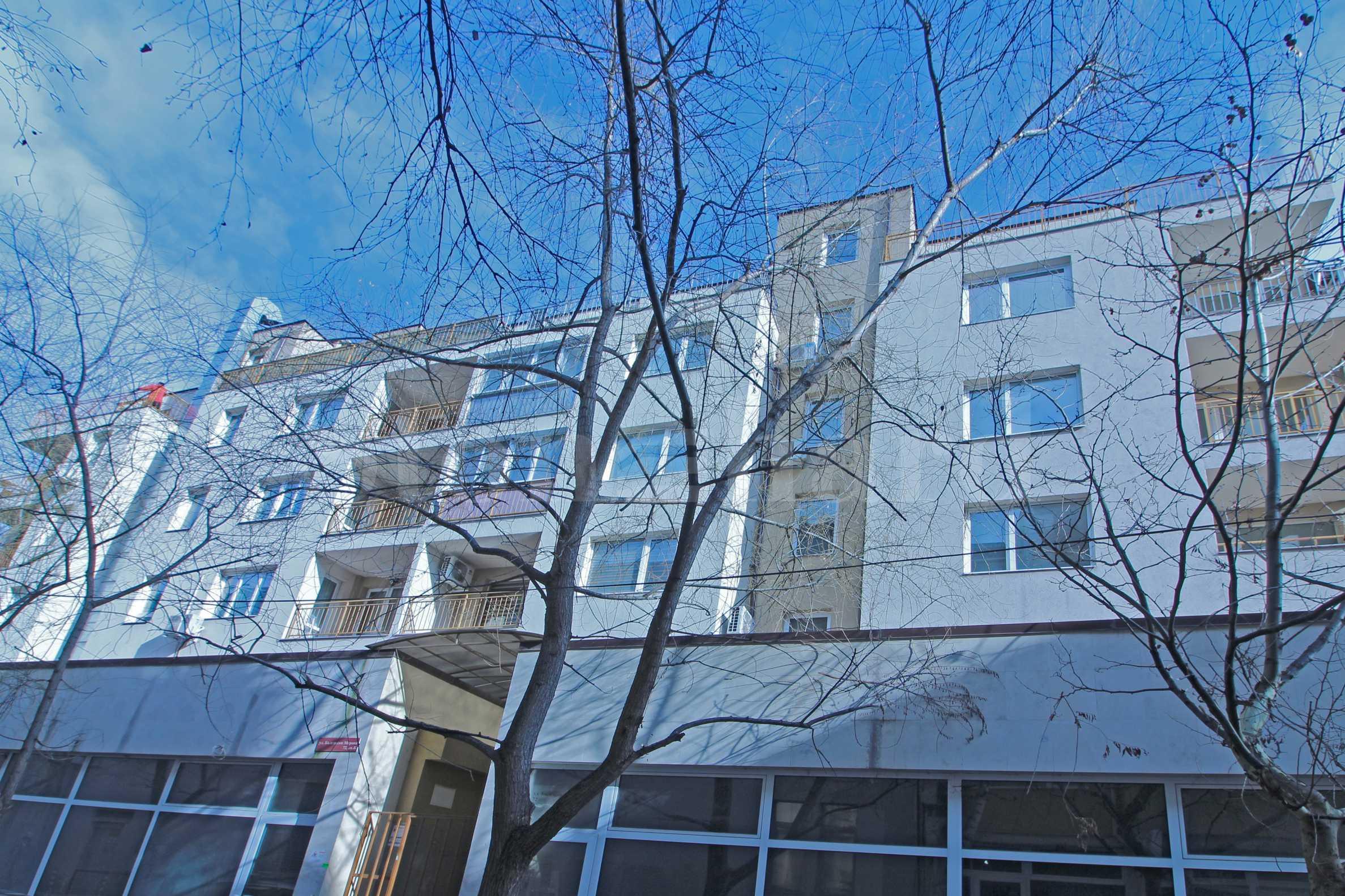 Апартаменти и търговски площи в сграда с АКТ 16 в широк център2 - Stonehard