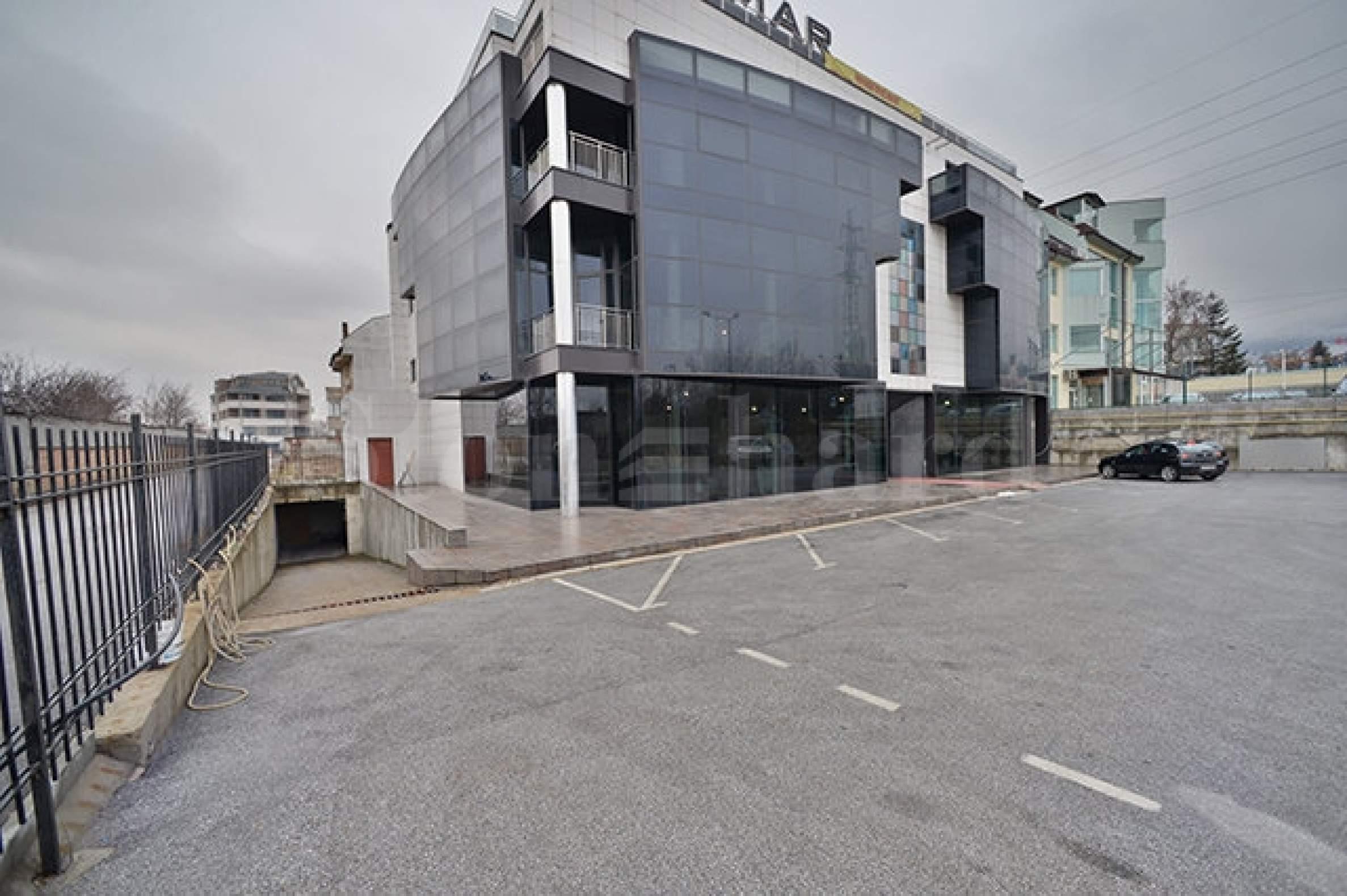 Висок клас търговско - административна сграда, разположена на бул. Черни връх до бъдеща метростанция 1 - Stonehard