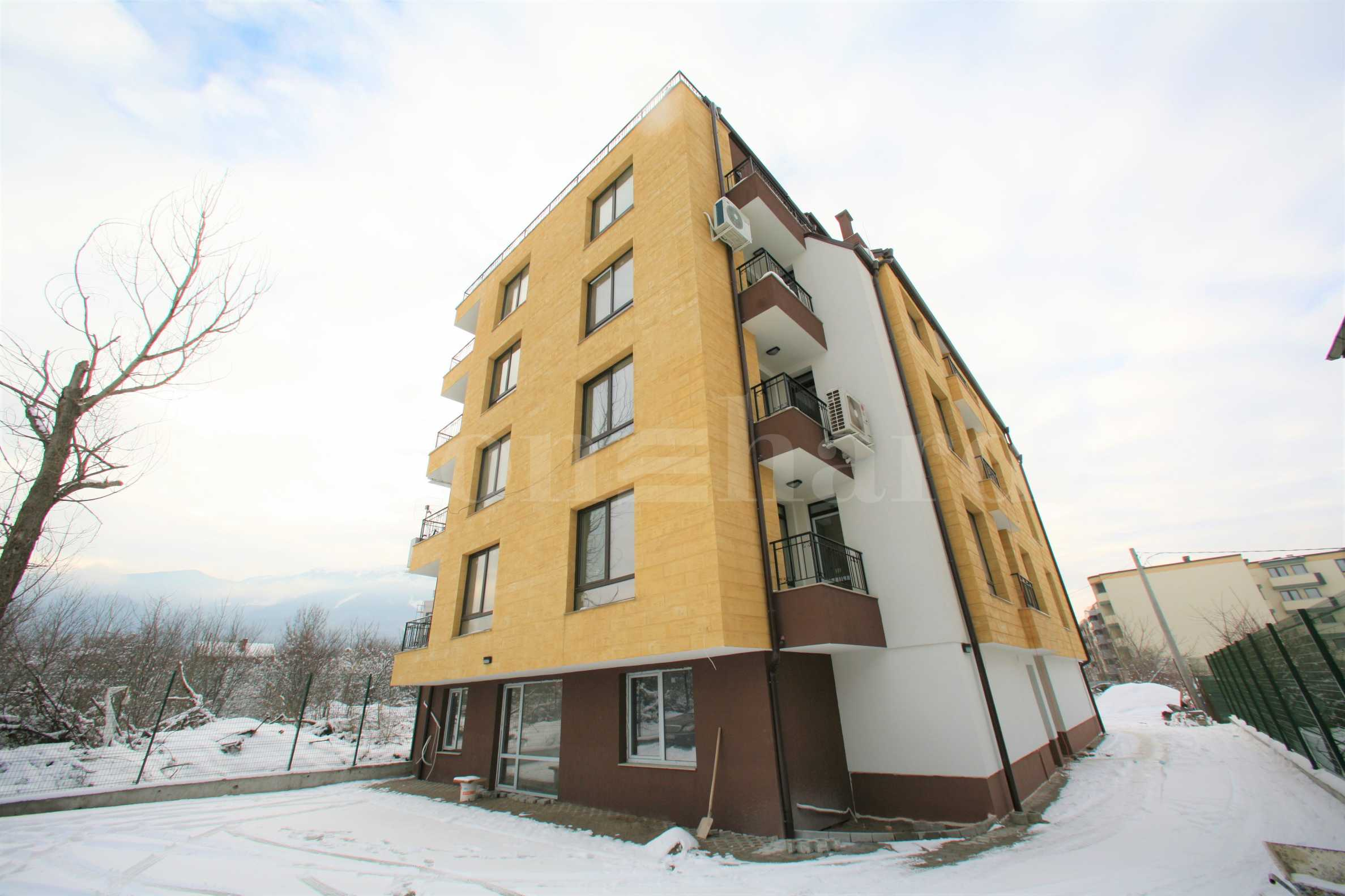 Elegant building near a park, mall and metro station in Krastova vada District2 - Stonehard