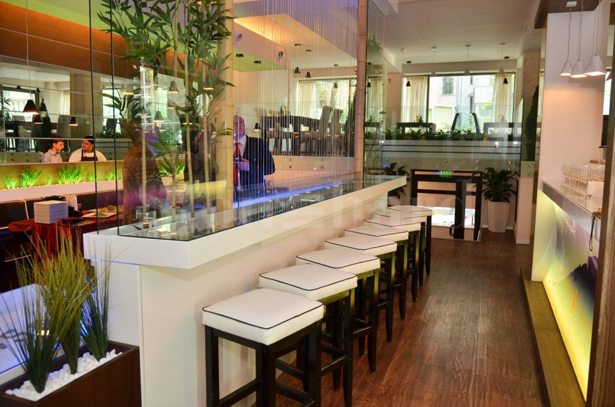 High end restaurant and sports bar in the city center1 - Stonehard