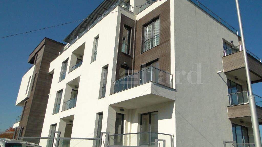 Многофамилна жилищна сграда с паркоместа  2 - Stonehard