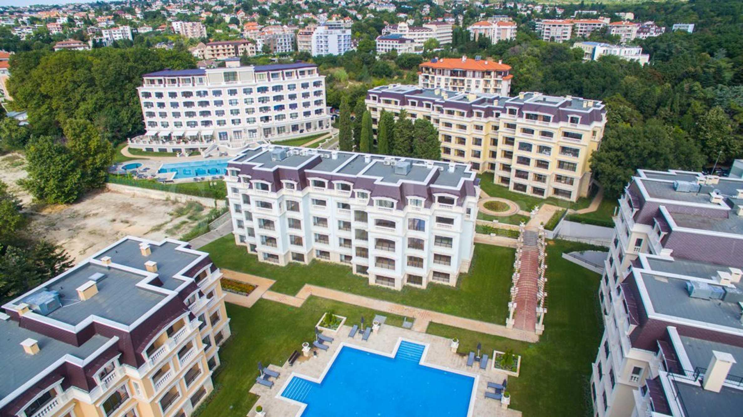 Луксозен комплекс с апартаменти