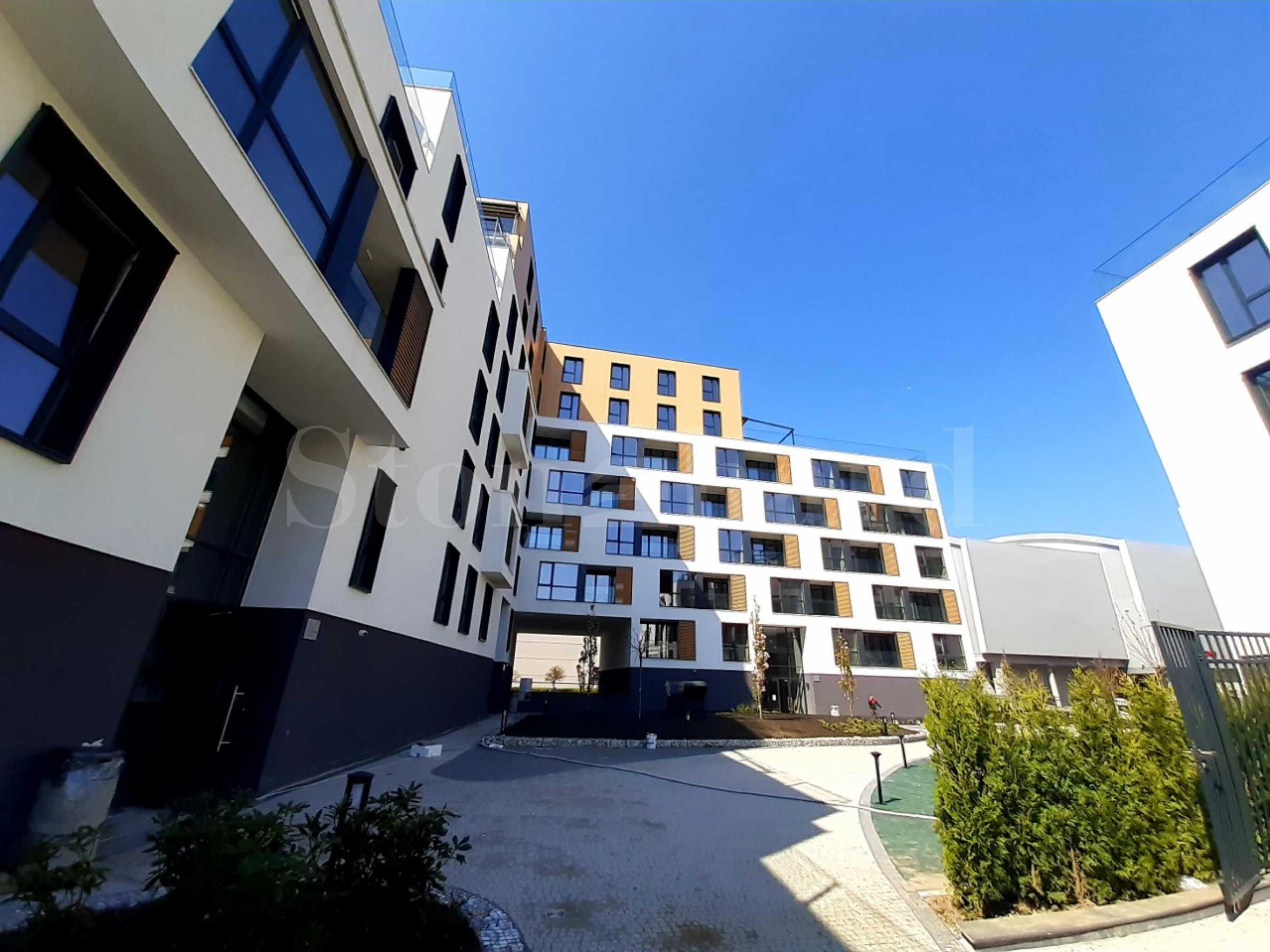 Жилищен комплекс с елегантна архитектура до парк и Мол Пловдив2 - Stonehard