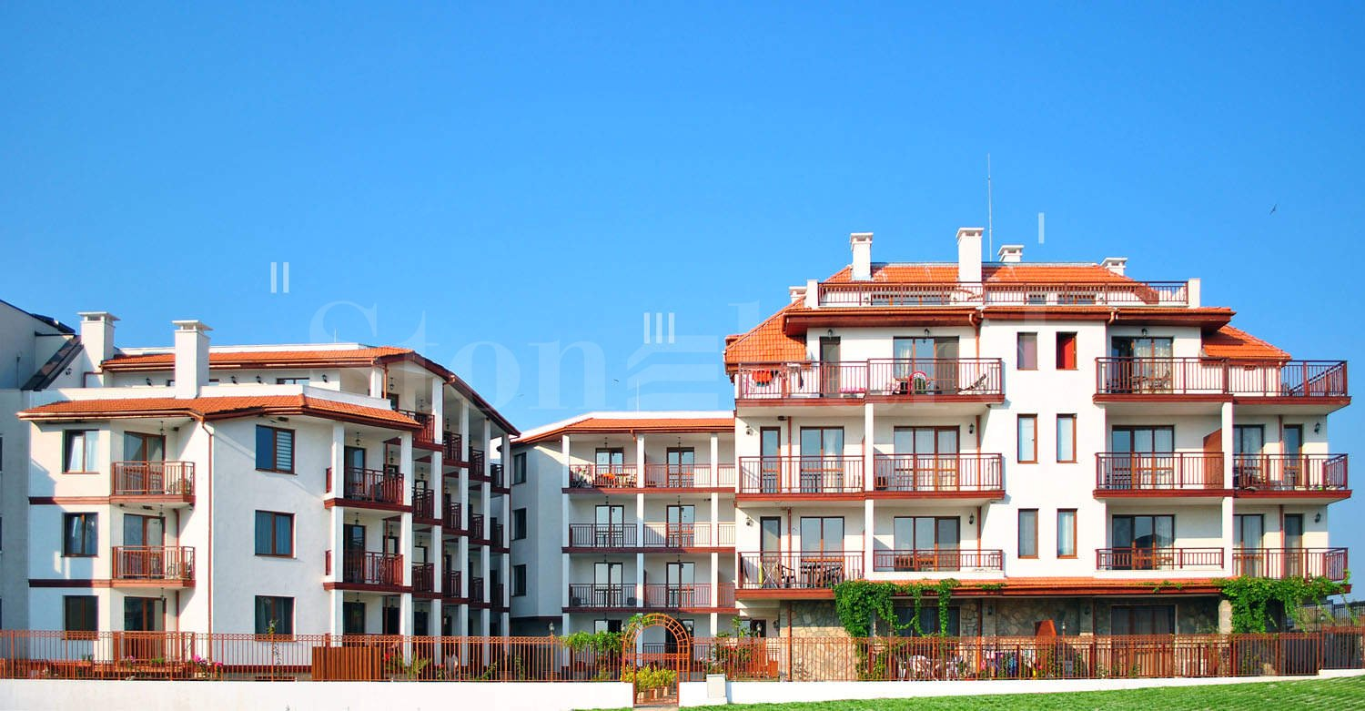 Apartments in a ready year-round complex near two beaches1 - Stonehard